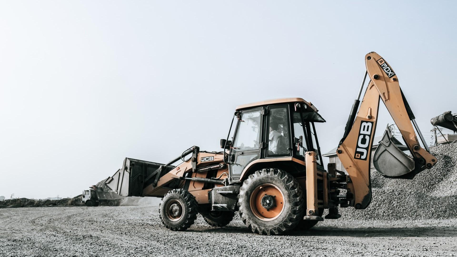 4 niepozorne części do maszyn budowlanych
